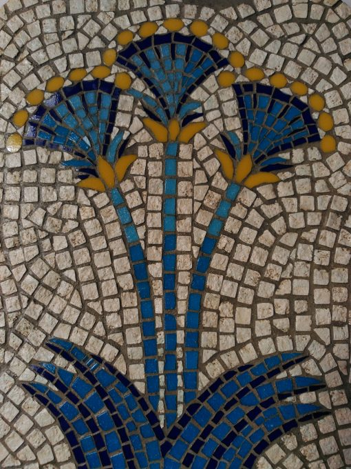 Reinterpretación de un Fresco convertido en Mosaico hallado en la Casa de las Damas Akrotiri, Santorini (Grecia). Flores del papiro, que tienen un rol especial que se puede ver tanto en los frescos como en las pinturas de decoración de la cerámica griega.