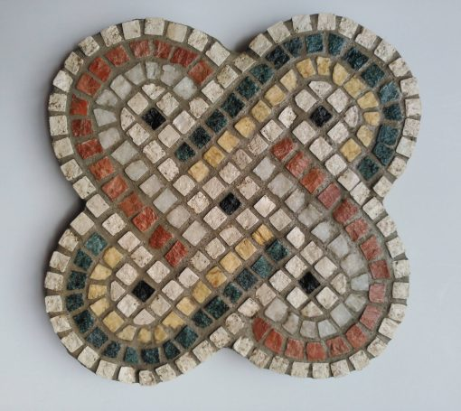 Mosaico Nudo de Salomón Piedra | Arte del Mosaico. Mosaico nudo de Salomón, motivo decorativo tradicional utilizado desde la antigüedad, y que fue adoptado por numerosas culturas.